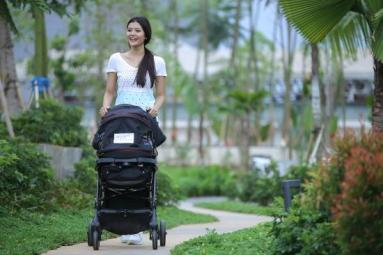 Separation anxiety in babies: Strolling with the baby